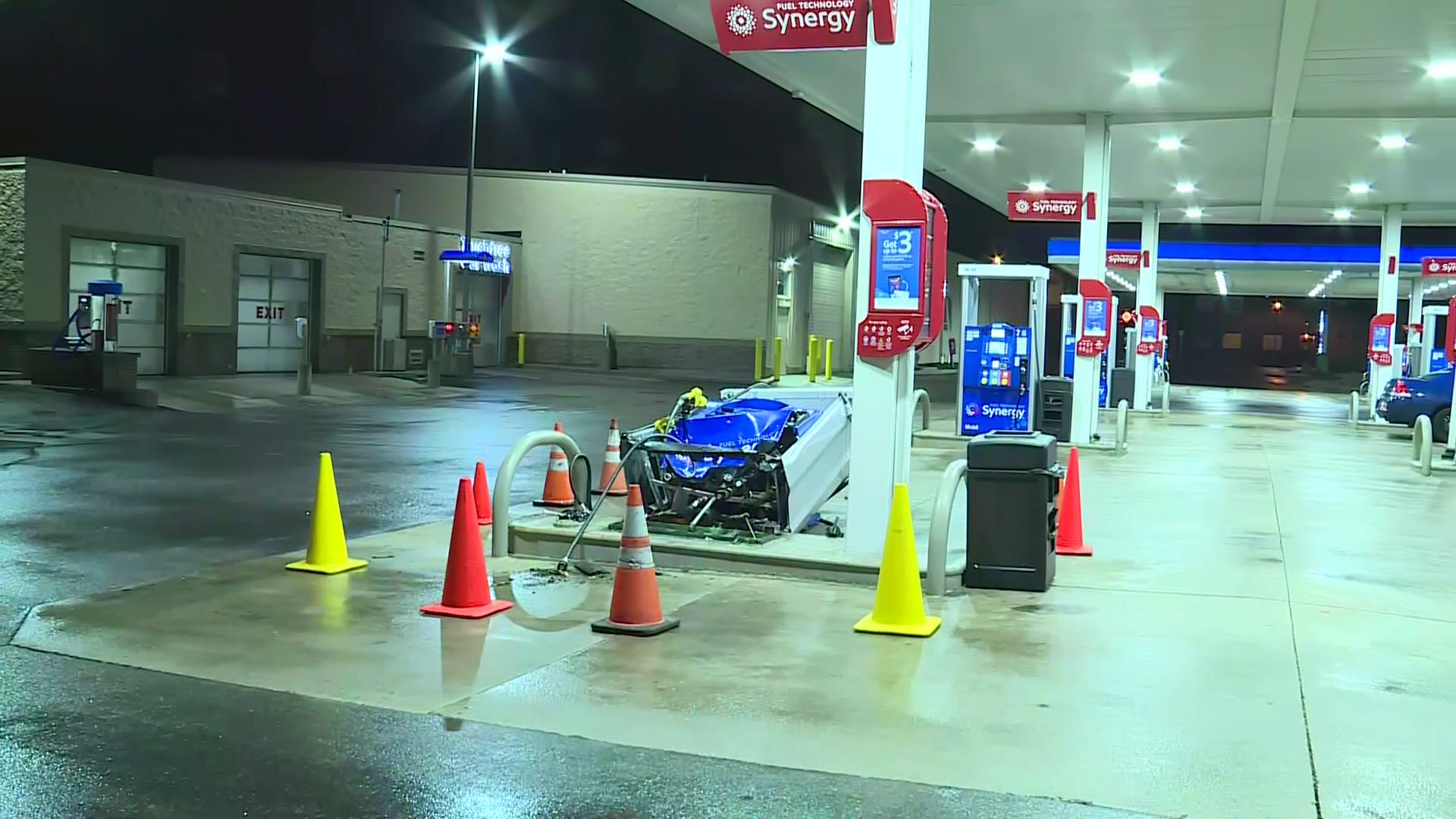 Near Gas Station >> Car Hits Knocks Over Gas Pump Near 1st And Pierce