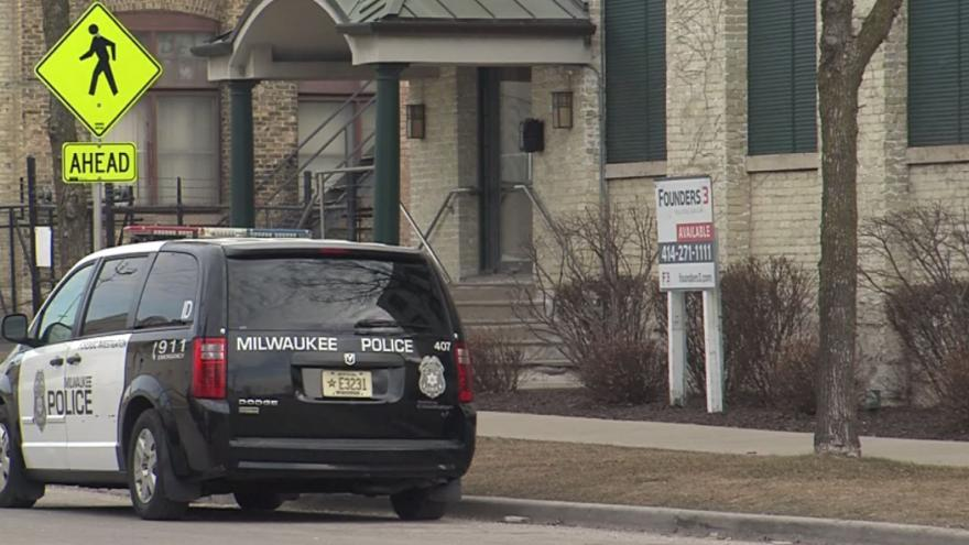 1 dead, security guard shot in Milwaukee