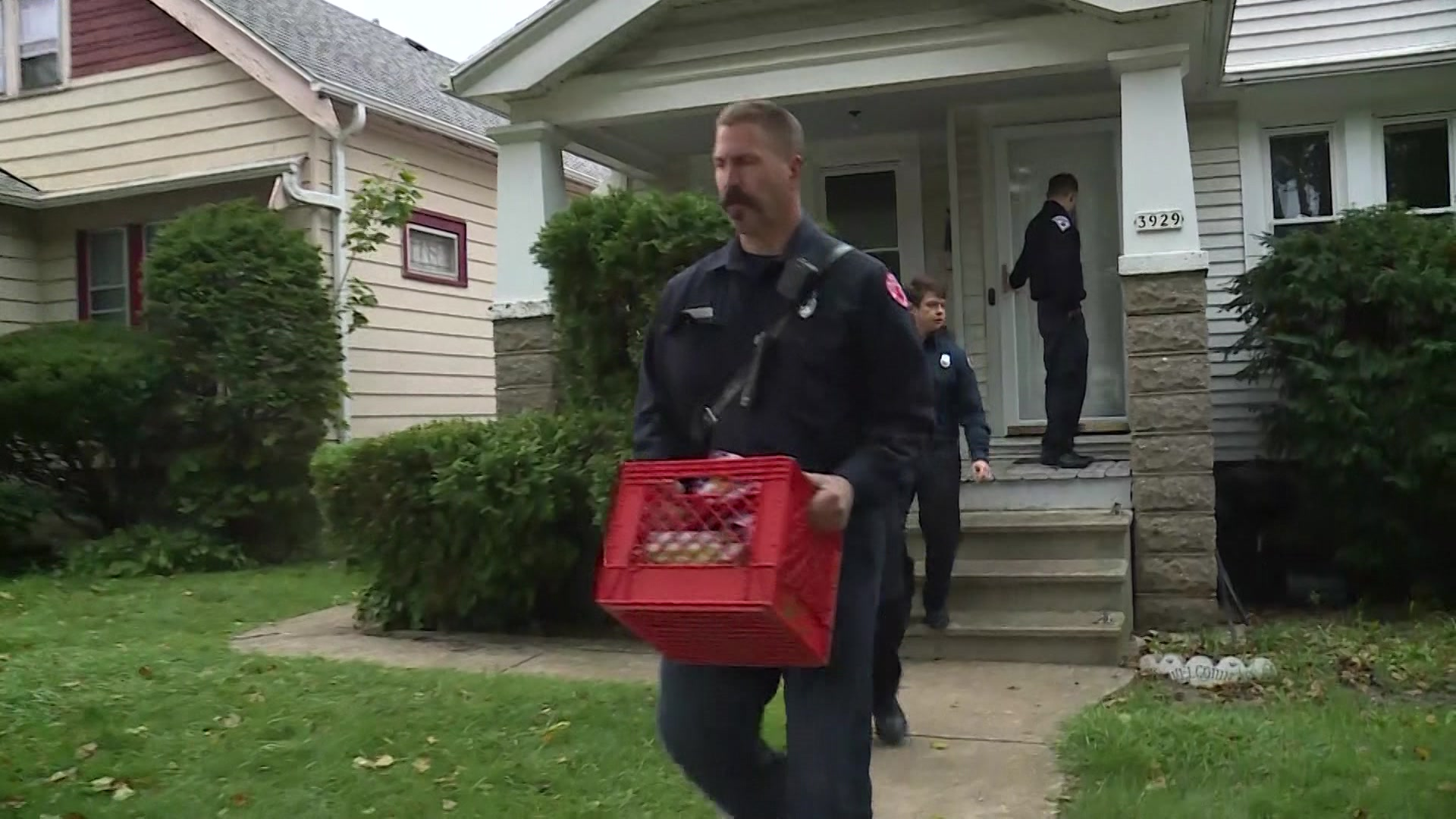 Milwaukee Fire Department hands out smoke detectors after deadly fire near 14th and Capitol