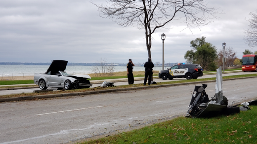 Car Crash On Milwaukee S Lincoln Memorial Drive Injures Two