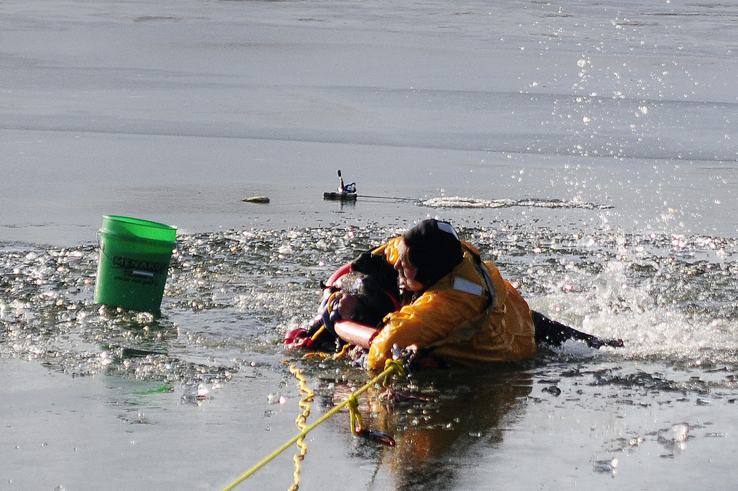 Tragic Fishing Accident In Lake Geneva >> Two Ice Fishermen Rescued In Mount Pleasant After Falling Through Ice