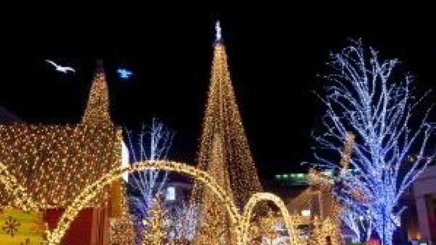 Christmas Lights Milwaukee.Milwaukee Holiday Lights Festival Kicks Off With Ceremony