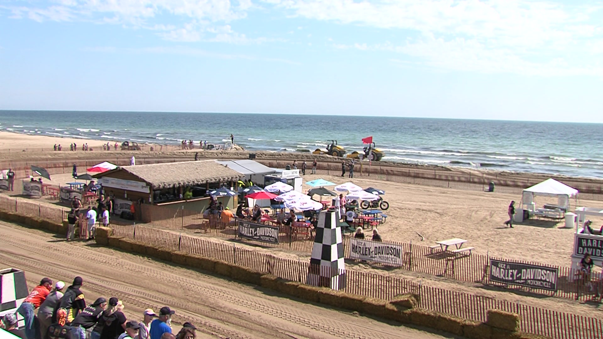 It S The First Time In 100 Years That People Could Come Out And See Motorcycle Sand Racing Along Lake Michigan Sline Riders On Vintage New Bikes