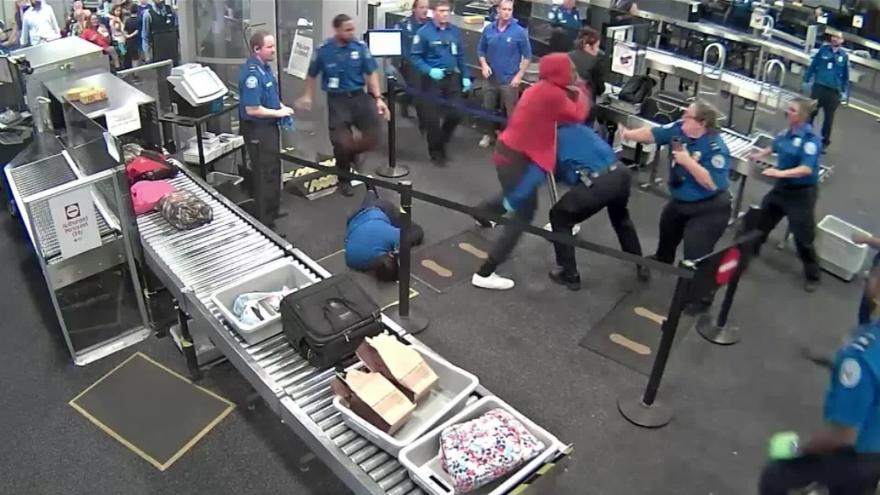 Man injures 5 TSA agents while rushing through security at