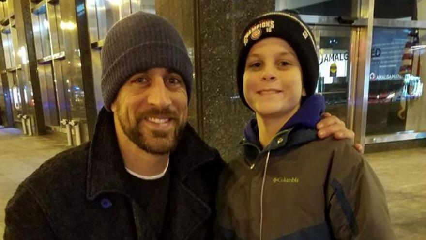 Unlikely Encounter  Young Bears fan meets Aaron Rodgers 1e8bb3b889b
