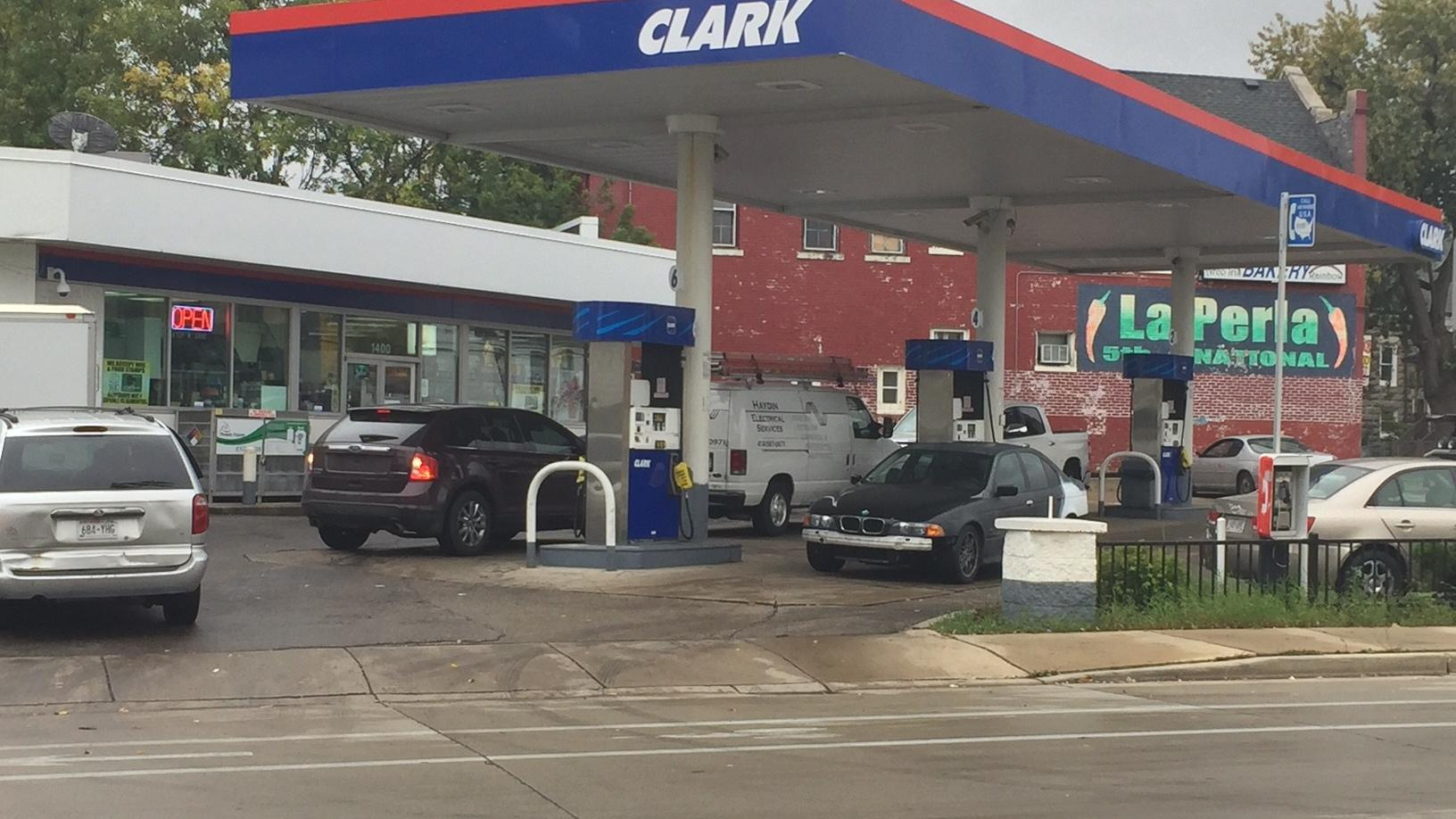 Gas Station Open Near Me >> He Hit Me With A Bat Milwaukee Man Claims He Was Assaulted By Gas