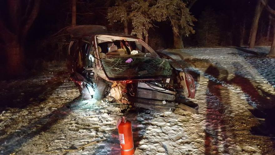 Midnight accident injures two in Oconomowoc