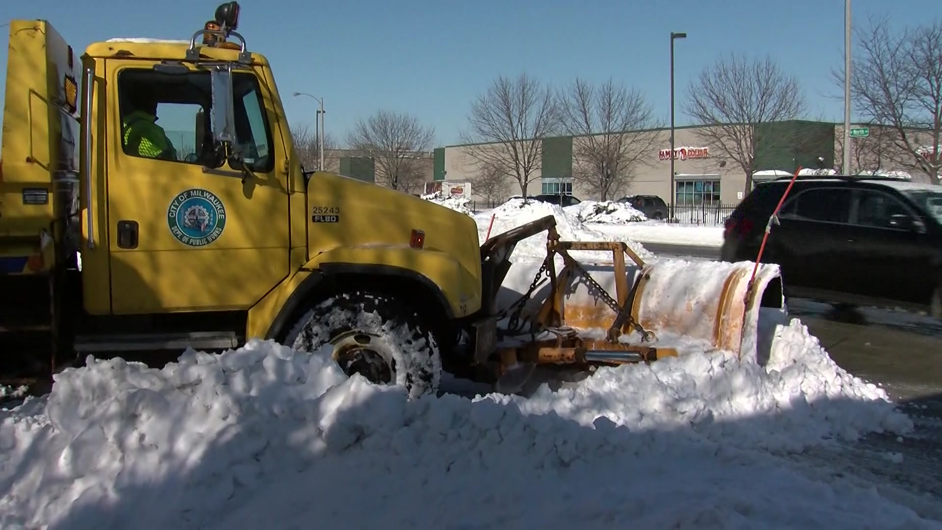 Snow emergency in effect for City of Milwaukee beginning at 10 p.m. Saturday
