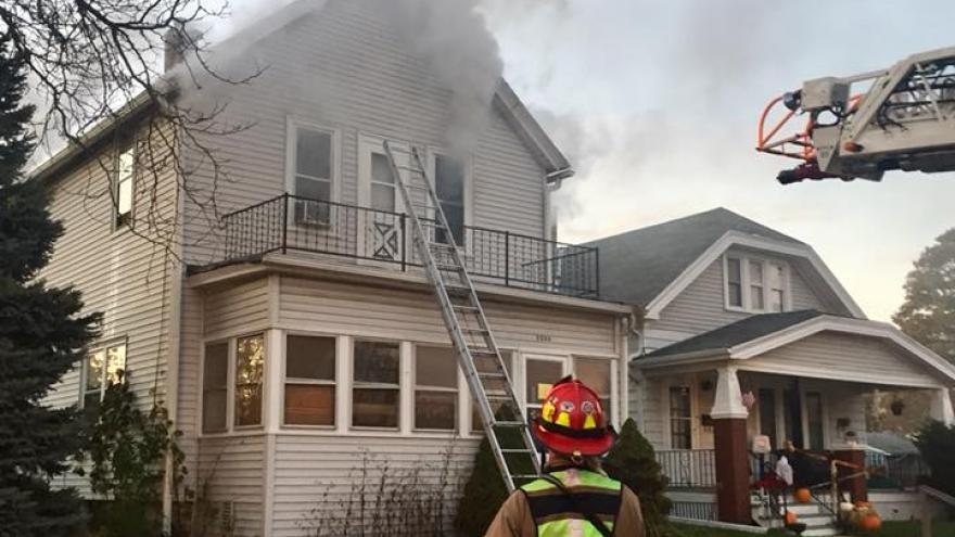 Neighbors remove South Milwaukee man from house fire