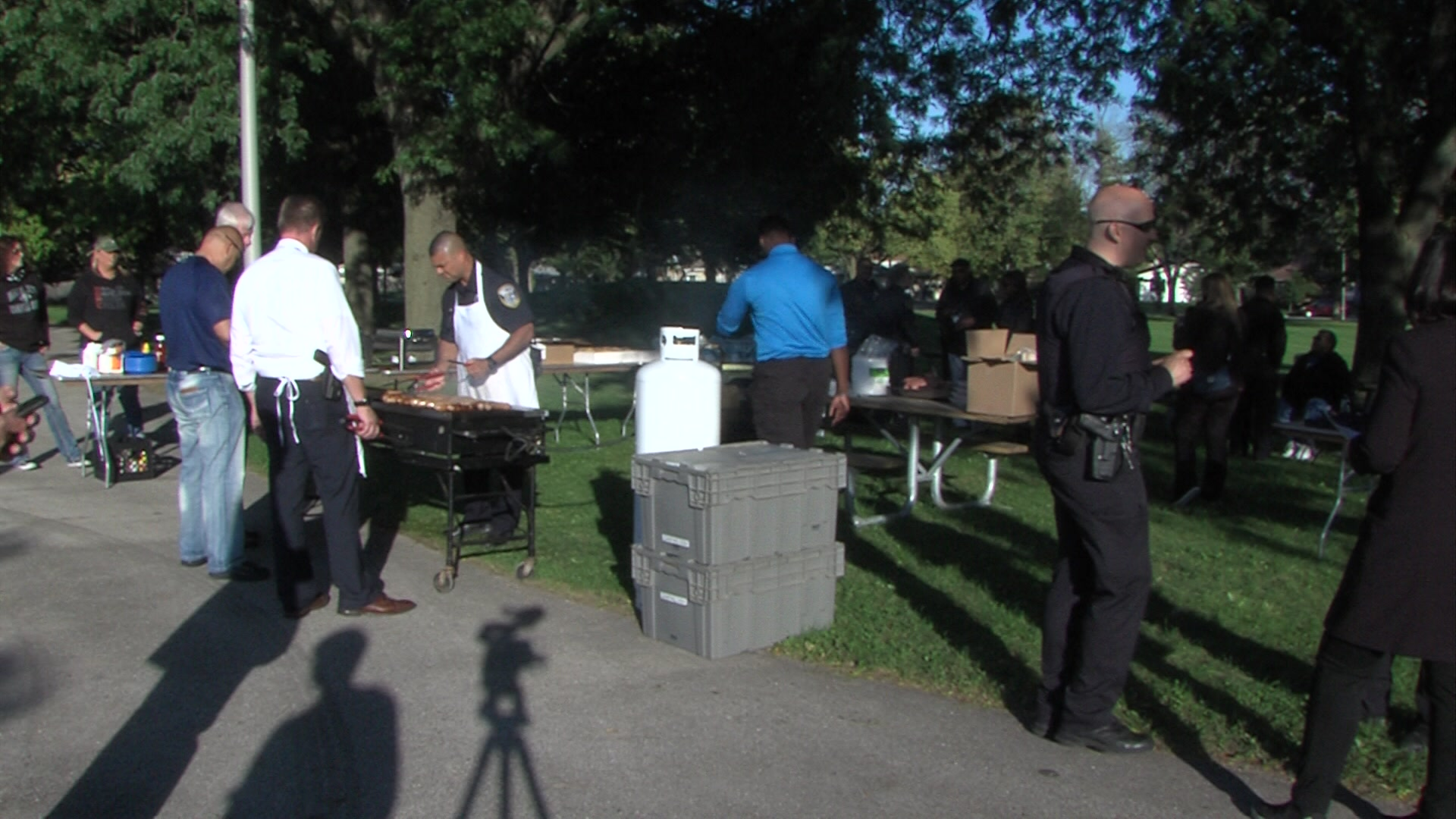 Milwaukee police foundation holds community barbecue