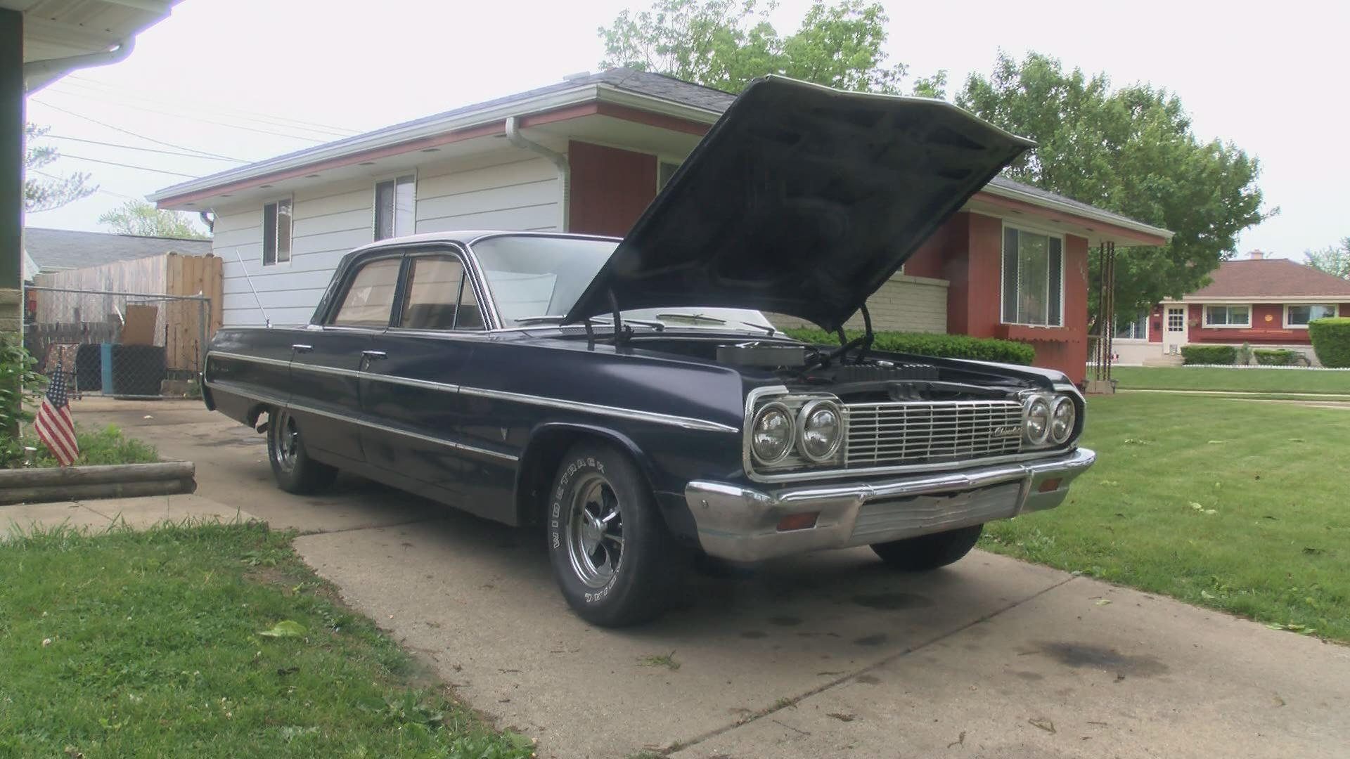 Racine man rebuilding classic car for Veteran, surprise planned